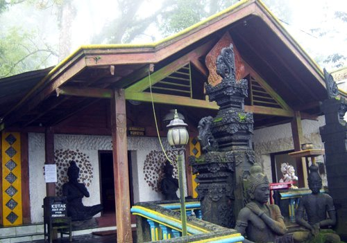 Pertapaan Pringgodani di Tawangmangu (karanganyarkab.go.id)