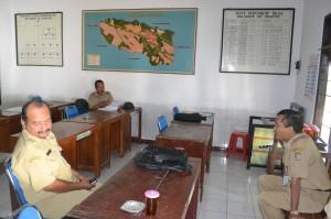 Sekretaris Daerah, Samsi sidak di Kantor Desa Sringin, Kecamatan Jumantono, Selasa (13/08)