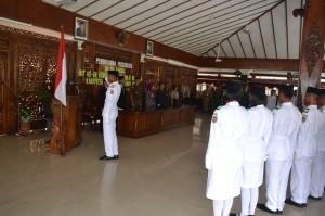 Sebanyak 80 Pasukan Pengibar Bendera Tanah Air (Paskibrata) Kabupaten Karanganyar dikukuhkan oleh Bupati Karanganyar, Rina Iriani, di Pendopo Rumah Dinas Bupati Karanganyar, Kamis (15/08).