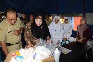 Bupati Karanganyar, Rina Iriani bersama beberapa Kepala SKPD meninjau Pos Pelayanan Lebaran Tahun 2013 di Sroyo dan Jaten, Senin (05/08)
