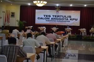 Sebanyak 43 peserta mengikuti tes tertulis seleksi calon anggota KPU karanganyar, di Hotel Taman Sari, Senin (02/09)
