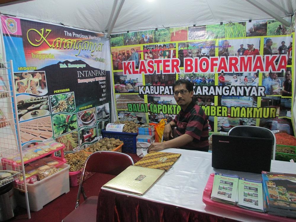 Stand biofarmaka yang memamerkan produk jamu tradisional dari Karanganyar ikut dalam Festival Jamu dan Kuliner di halaman Kantor Gubernur dan DPRD Jawa Tengah, 13-15 September 2013 kemarin,