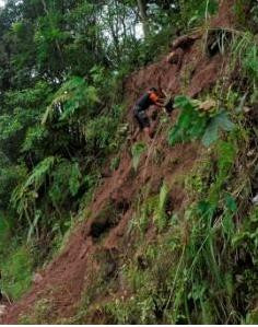 Bukit Longsor, Akses Tawangmangu-Matesih Lumpuh