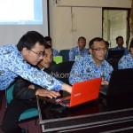 Para perangkat desa / kelurahan mengikuti pelatihan aplikasi perkantoran di ruang Podang 1, Setda Kabupaten Karanganyar, Rabu (17/09) pagi.