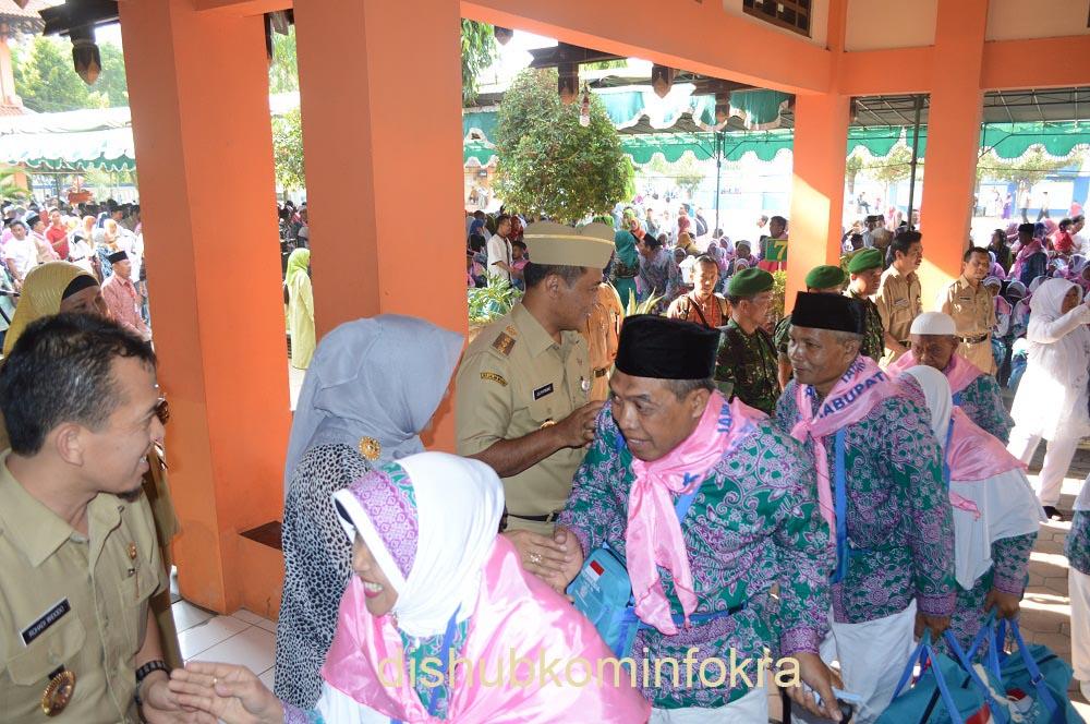 Calon Haji Karanganyar Diberangkatkan