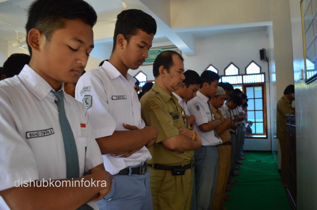 Doakan Korban Musibah, Pelajar SMA Lakukan Shalat Gaib