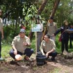 Bupati Karanganyar Juliyatmono saat menanam pohon di laur pendakian Gunung Lawu, Rabu (25/02)