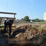 Bupati Karanganyar Juliyatmono didampingi Wakil Bupati Rohadi Widodo saat meletakkan batu pertama pembangunan gedung Dinas Kesehatan, BP3AKB, dan PMI, Jumat (12/06) di bekas RSU Kartini.