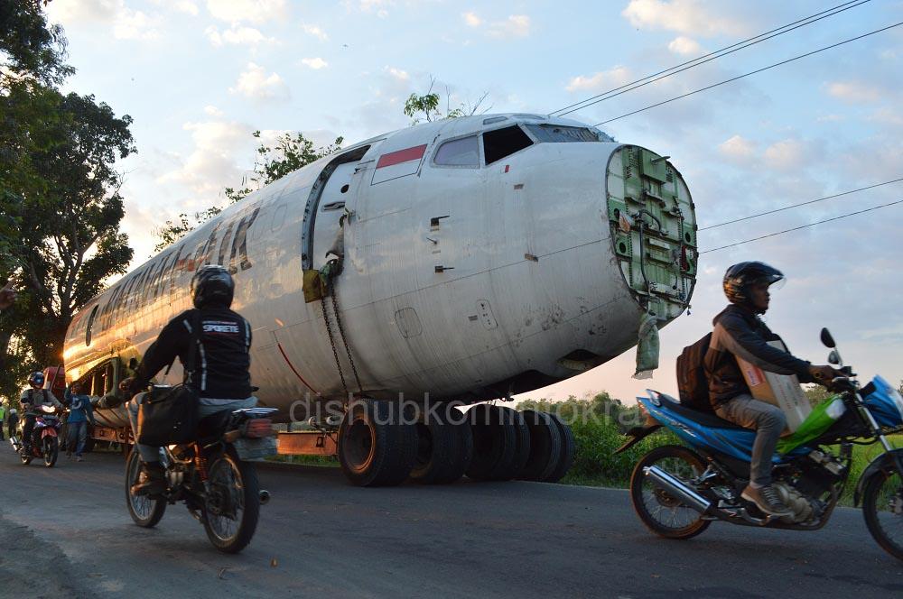 """Pesawat Boeing 737-300 """"Mendarat Mulus"""" di Karanganyar"""