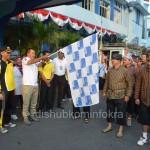 Bupati Karanganyar Juliyatmono saat menkobaskan bendera start