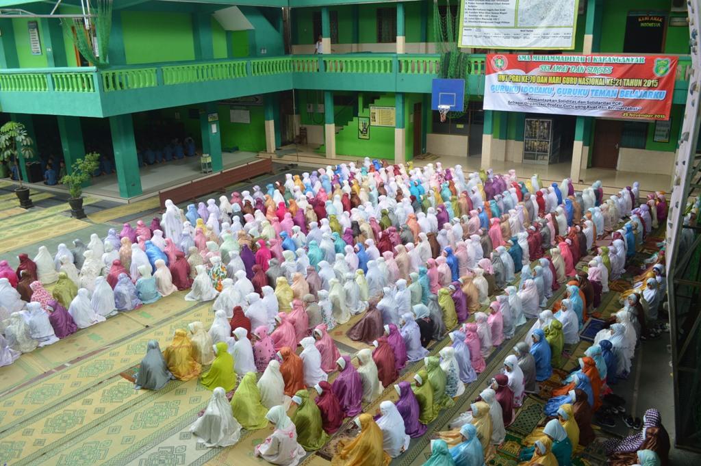 SMA Muhammadiyah 1 Karanganyar Peringati HUT PGRI Ke-70 Dan Hari Guru Nasional