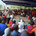 Gubernur Jawa Tengah Ganjar Pranowo saat berdialog dengan warga Tawangmangu