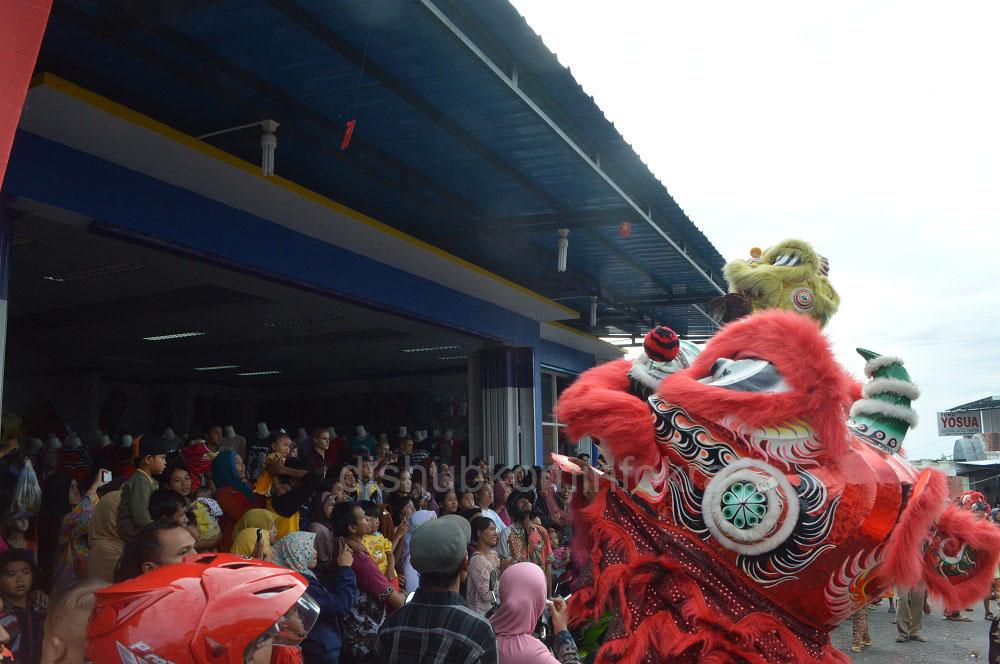 Barongsai dan Naga Liong Meriahkan Imlek