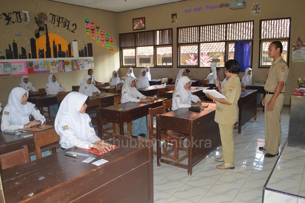 Pelajar SMA Sederajat di Kabupaten Karanganyar Lulus 100 Persen