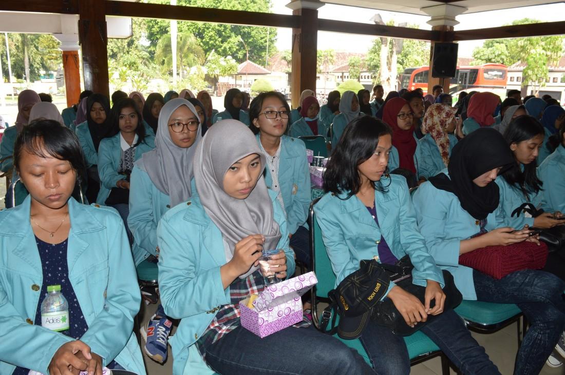 Bupati : 45 Hari KKN, Mahasiswa Harus Berani Ingatkan Warga Jam Wajib Belajar