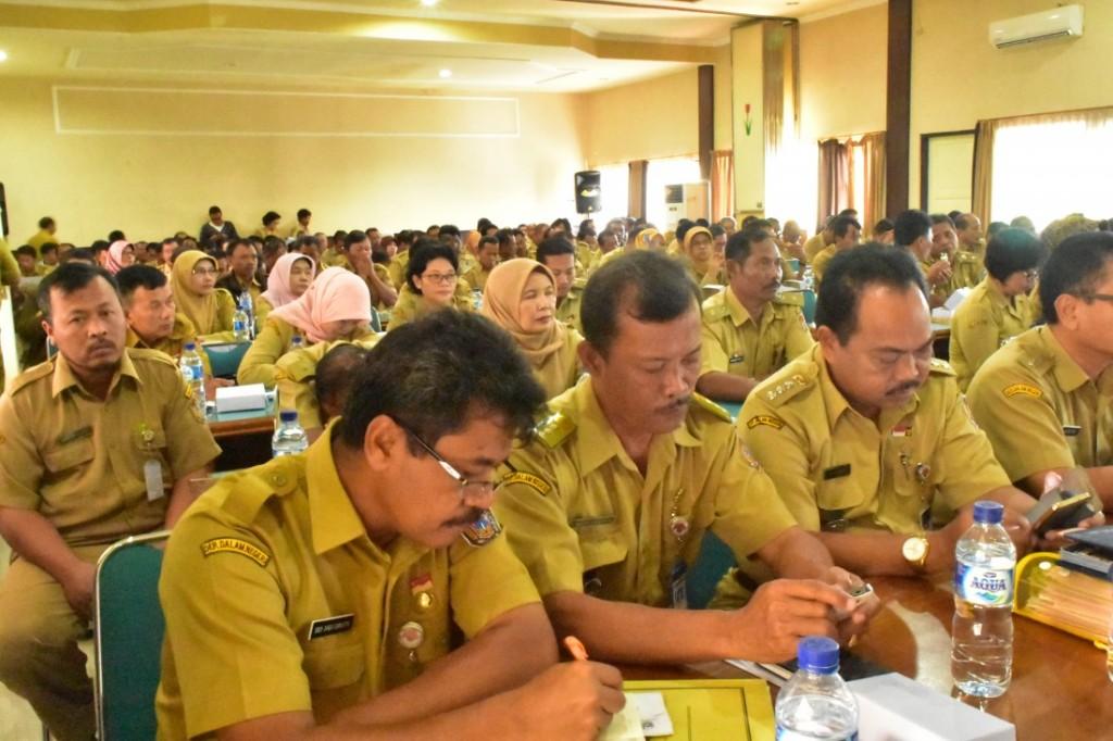 PNS yang tergabung dari SKPD, Camat, Kasi Pemerintahan, Kepala Desa, Lurah dan Tim Intesifikasi