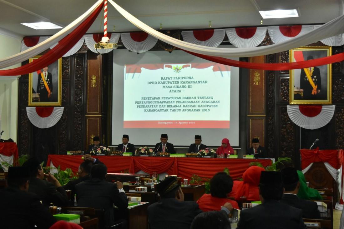Legislatif dan Eksekutif Kabupaten Karanganyar Mendengarkan Pidato Kenegaraan