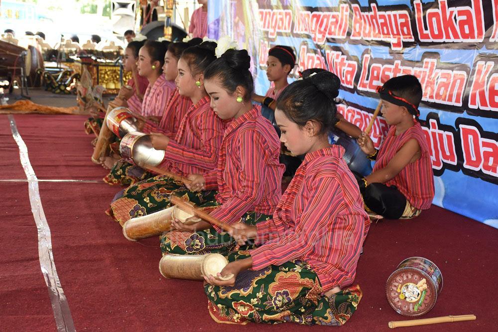 Pemerintah Kabupaten (Pemkab) Karanganyar mengadakan Festival Dolanan Anak Tahun 2016, untuk menumbuhkan budaya lokal lewat permainan tradsional.