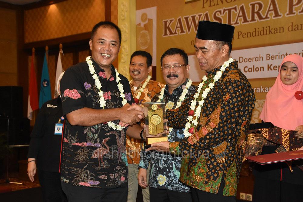 Pemerintah Kabupaten Karanganyar Raih Penghargaan Kawastara Pawitra