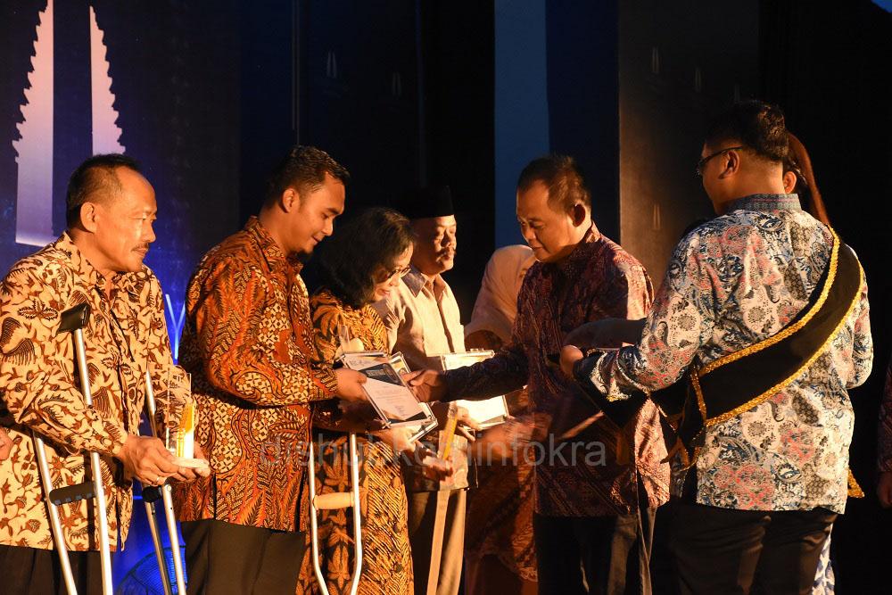 Karanganyar Award Beri Anugerah Tokoh Inspiratif