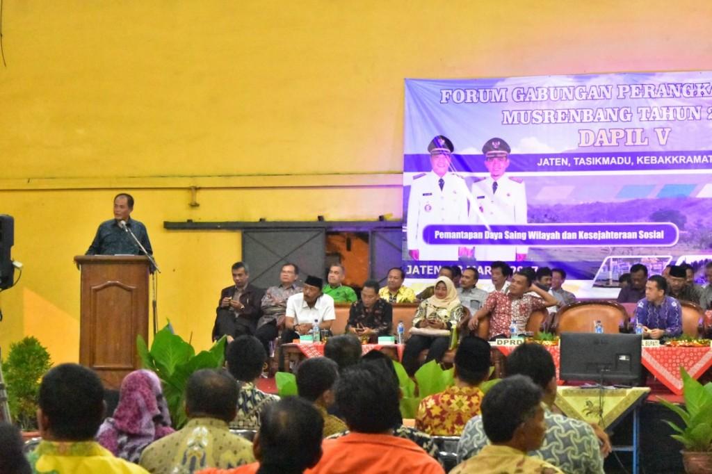 Bupati Karanganyar Juliyatmono, saat melakukan sambutan pada Musrenbang dapil V, Rabu 8 maret 2017