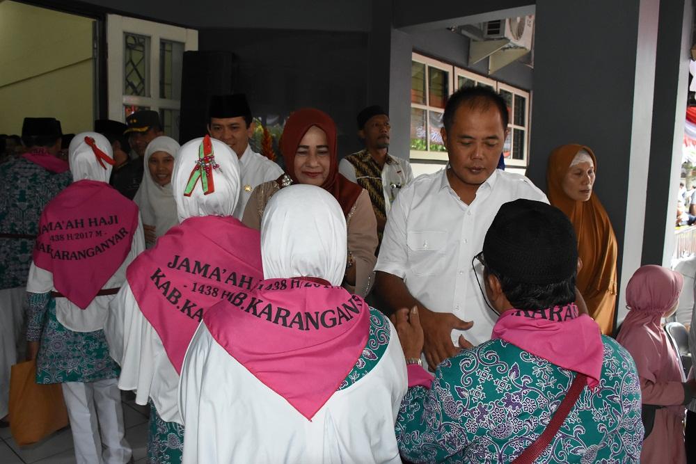 Bupati Karanganyar Berangkatkan 355 Calon Haji