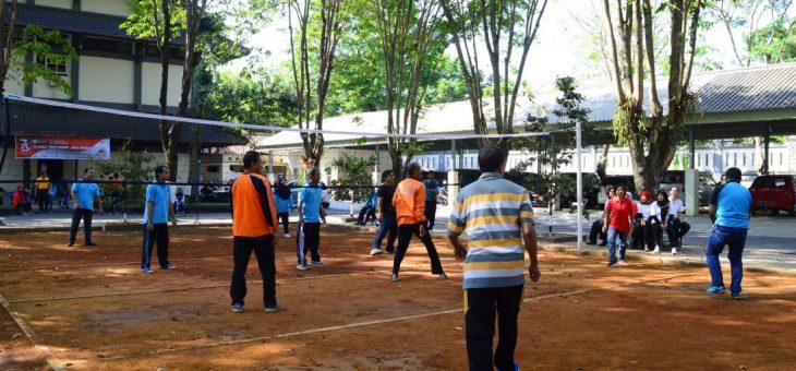 Karyawan dan Karyawati Kantor Setda Memeriahkan  HUT  Ke-73 RI
