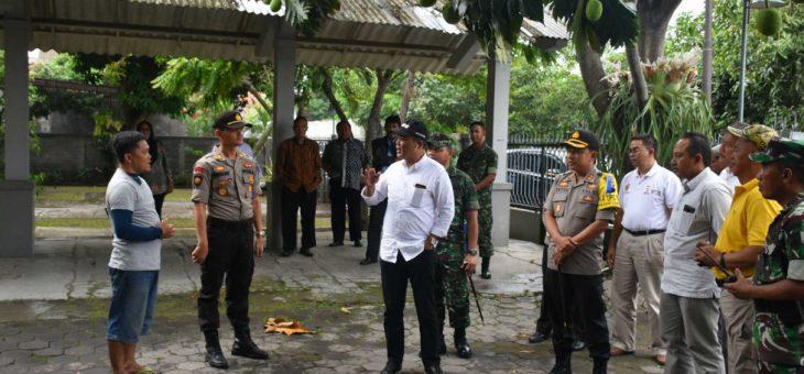 Bupati dan Wakil Bupati Tinjau Pos Pam dan Gereja di Karanganyar
