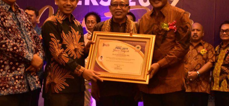 Anugerah Pers Dari Persatuan Wartawan Indonesia (PWI) Kepada Bupati Karanganyar