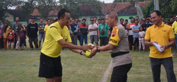 Pembukaan Turnamen Sepak Bola Bupati Cup di Pandeyan, Tasikmadu