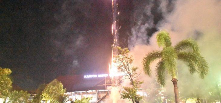 Sambut Tahun Baru Dengan Karanganyar Berdzikir Dan Pesta Kembang Api