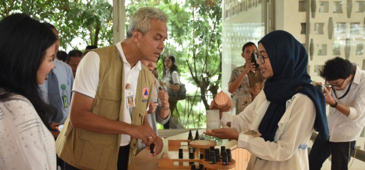 Kunjungi Karanganyar, Gubernur Jawa Tengah GanjarPranowo Mengajak Seluruh Elemen Masyarakat Untuk Menanam Pohon Dan Resmikan Museum Atsiri