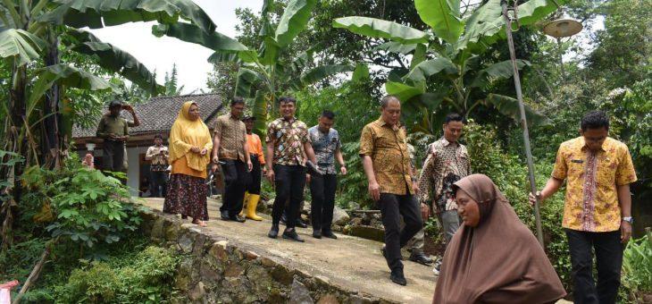 Bupati Karanganyar Cek dan Tinjau Lokasi Tanah Longsor di Desa Nglegok, Ngargoyoso
