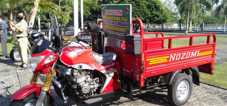 Penyerahan Bantuan Kendaraan Roda Tiga Untuk Kelompok Tani